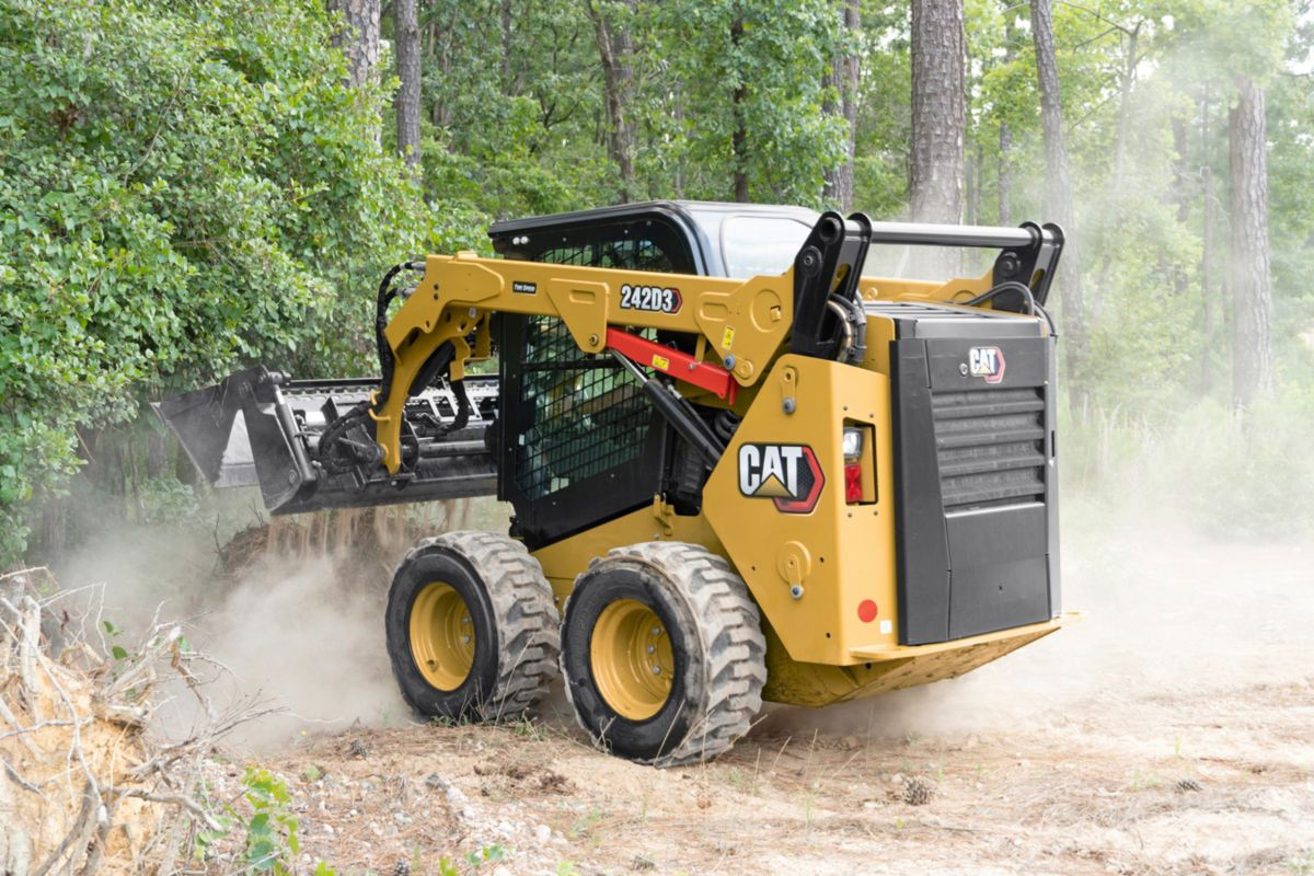 Cat D2 Series Compact Track Loader